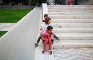 Çocuklar oynayacak park bulamayınca tarihi müzenin...