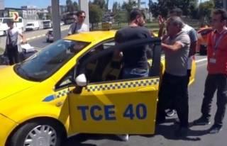 Bu kez taksiciler birbirine girdi! Şoke eden kavga…