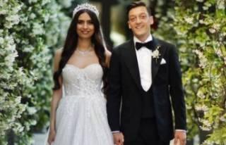Mesut Özil ile Amine Gülşe çifti Victoria ve David...