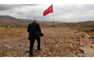 35 yıldır Türk bayrağı dalgalandıran Yüksekovalı...