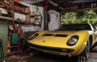 Garajda bekleyen Lamborghini 1.9 milyon dolara satıldı