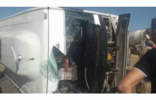 Yolcu taşıyan midibüs devrildi: Çok sayıda yaralı...