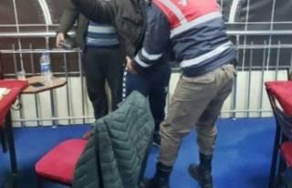 Bursa'da torbacılar parkta yakalandı!