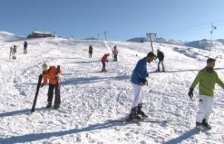 Uludağ'da kayak sezonu açıldı, tatilciler...