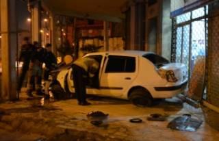 Bursa'da takla atan otomobilden burnu kanamadan...