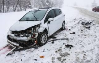 Domaniç-Bursa arasında kar yağışı ulaşımı...