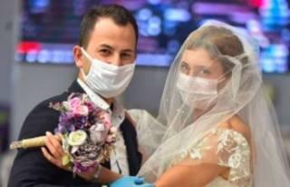 Bilim Kurulu Üyesi Özlü'den 'düğün'...