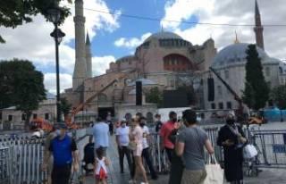 Ayasofya'da yerli ve yabancı turist yoğunluğu
