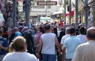 Bursa'da maskesiz ve sosyal mesafesiz bayram...