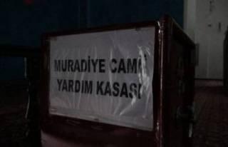 Bursa'da sakızlı telle camiden paraları böyle...