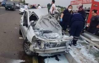 Bursa'da refüje çarpan otomobili otobüs sürükledi:...
