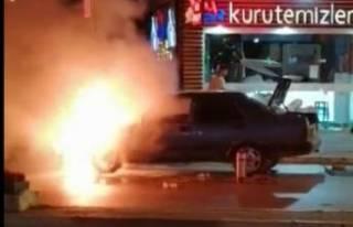 Bursa'daseyir halindeki otomobil alev alev...