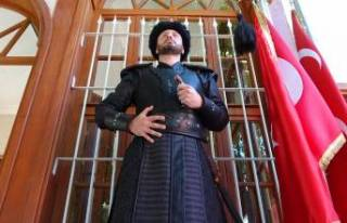 Osman Gazi Türbesi'nde saygı nöbeti başladı