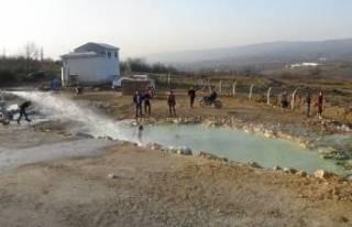 Bursa'da açık havada doğal termal havuz keyfi