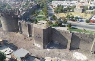 Vali Karaloğlu: Diyarbakır, yeniden küllerinden...