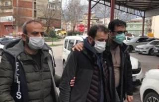 Bursa'da kaçak sigara üretim tesisine polis...