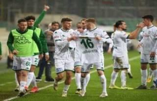 Bursaspor, Play-Off yolunda farkı 9'a indirdi