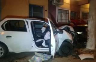 Hayret ettiren olay! Kaza yaptı, aracındaki yaralı...