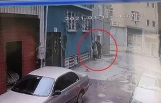 Bursa'da kadın hırsızlar kredi kartı ile...