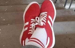 Belarus'ta skandal! Kırmızı beyaz ayakkabı ve...