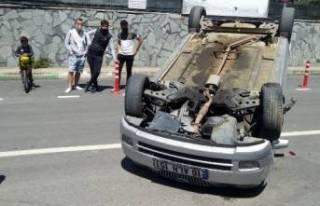 Bursa'da otomobil takla atarak durabildi: 1'i...