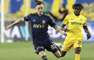 Fenerbahçe'de Mesut Özil tarihe geçti