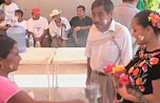 Belediye başkanı timsahla evlendi!