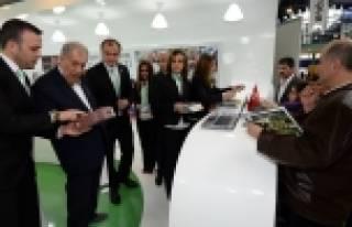 Bursa Kitap Fuarı'nda Osmangazi standına büyük...