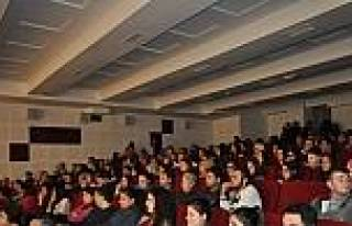 Demirci'de Tiyatro Oyunu İlgi Gördü