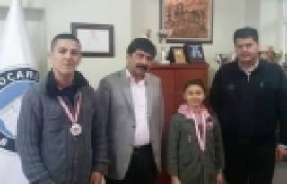 Dereceye Giren Sporculardan Başkan Öztürk'e Ziyaret