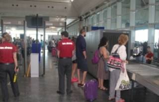 Havalimanlarında güvenlik önlemleri artırıldı