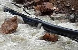 Heyelan Su Borularına Zarar Verdi