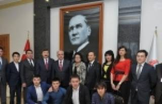 Kazakistan Heyetinden Vali Tuna'ya Ziyaret