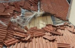 Lodos okulları zarara soktu