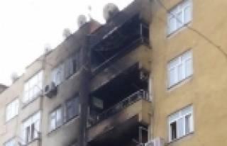 Patlayan Trafo İki Binayı Yaktı
