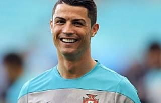 Ronaldo'dan ünlü fenomene mesaj