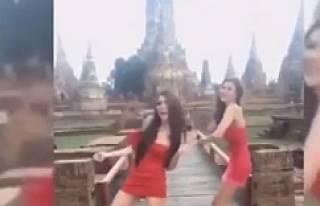 Tapınakta dans eden genç kızlara tepki büyüyor