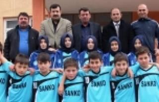 Yomra İmam Hatip Bay Ve Bayan Futbol Takımlarına...