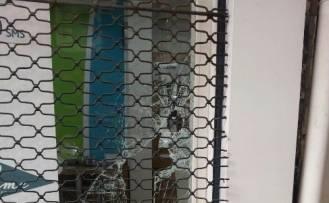 HIRSIZLAR SOYDUKLARI TELEFONCUNUN GÜVENLİK KAMERASINA YAKALANDI