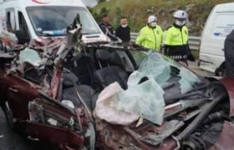 Bursa'da feci kaza! Otomobil paramparça oldu!