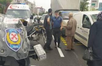 Bursa'da trafiği kitleyen kaza! Kadın yola atladı, 5 araç birbirine girdi
