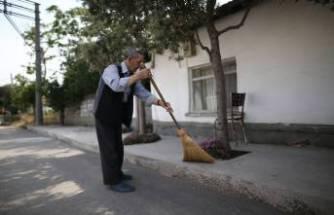 86 yaşındaki Enver Amca herkese örnek oluyor