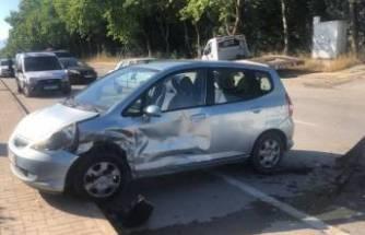 Bursa'da kaza! Kavşakta otomobiller birbirine girdi