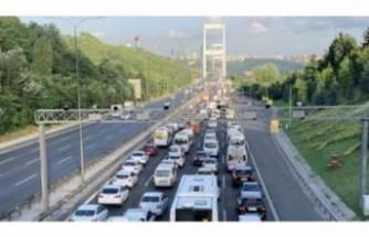 15 Temmuz Şehitler Köprüsü girişinde zincirleme kaza!