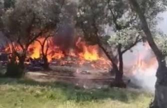 Bursa'da 4 ev yandı, 2 itfaiye eri zehirlendi