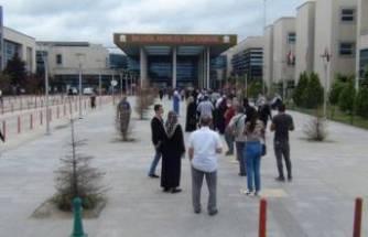 Bursa'da hastane önünde dikkat çeken yoğunluk