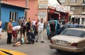 Bursa'da iki otomobil arasında kalan yaya ölümden döndü