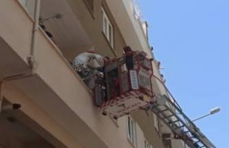 Bursa'da matkap patladı, balkonda mahsur kalanları itfaiye kurtardı