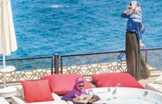 'Helal' otel diye rezervasyon yaptırdılar, kapıya gelince şoke oldular!