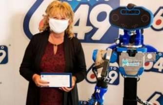 42 milyonluk ikramiyeyi robottan teslim aldı